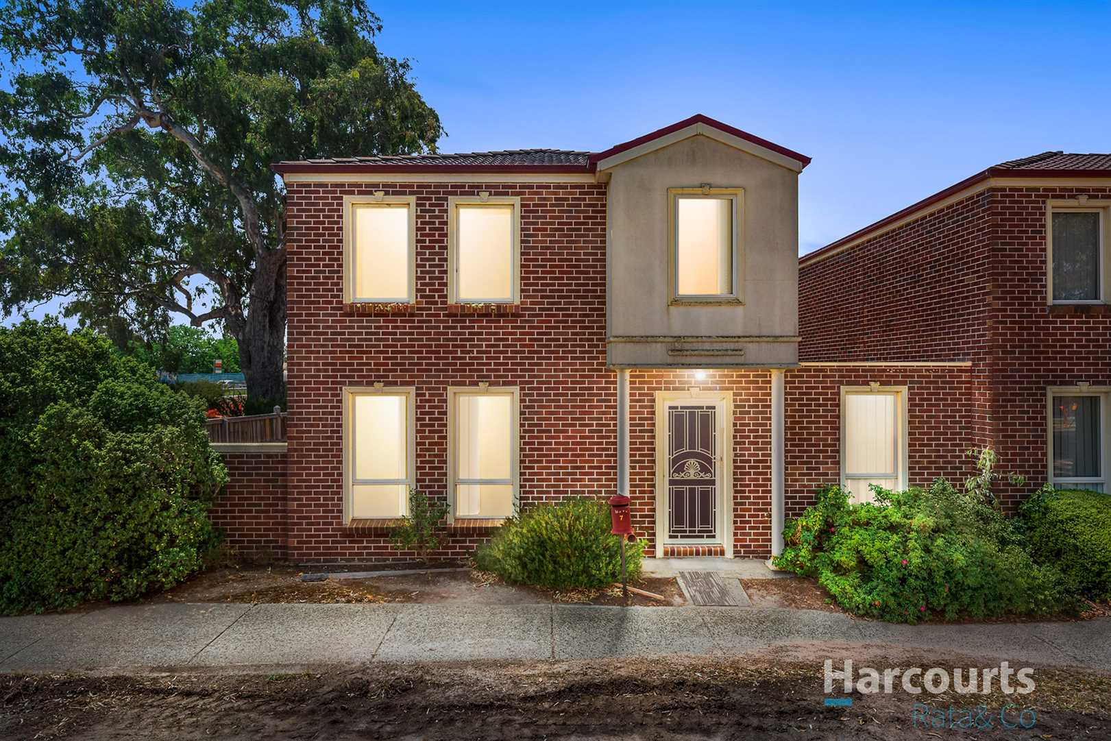 Luxurious 3 Bedroom Townhouse!