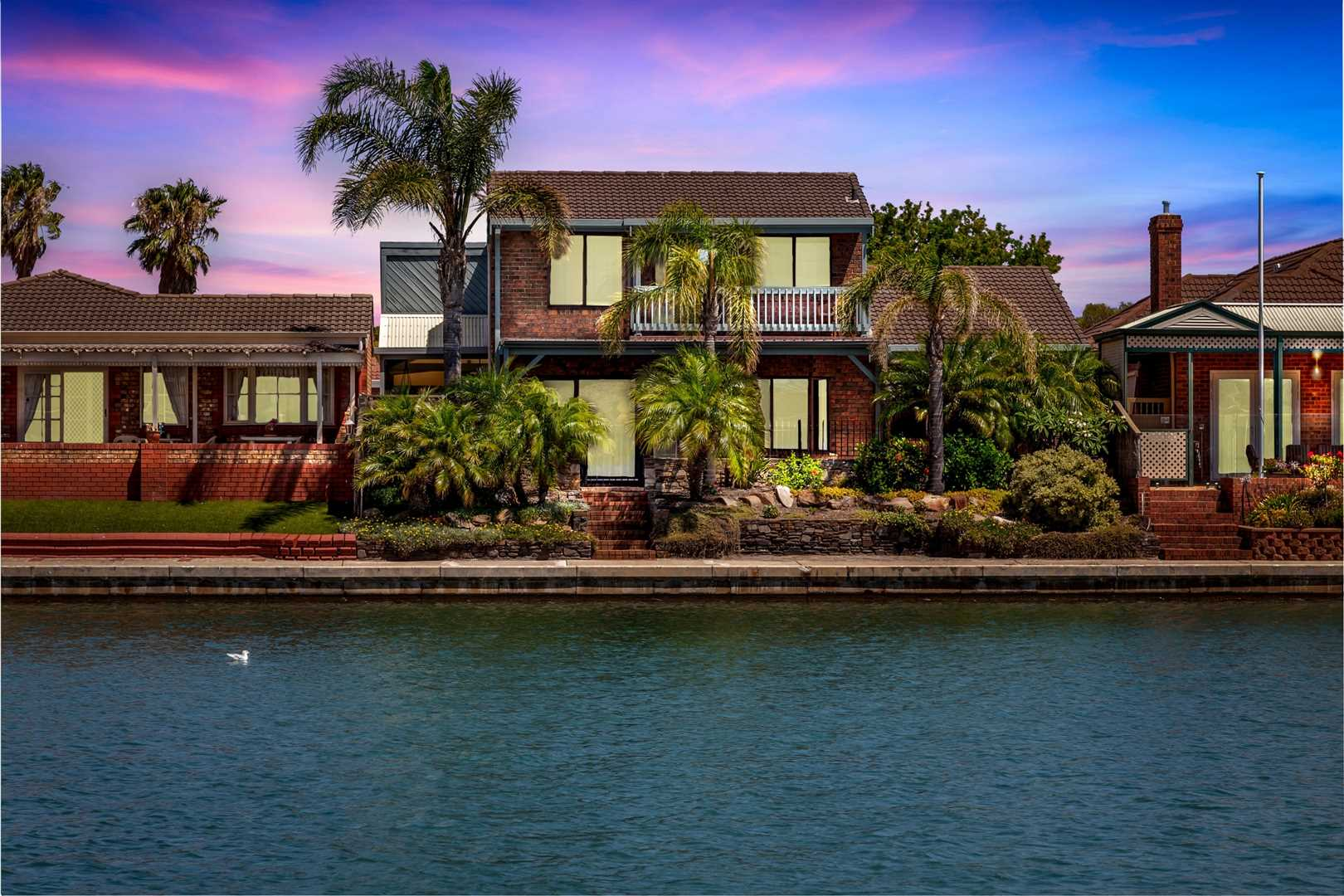 Absolute Lakefront Beauty on Delfin Island