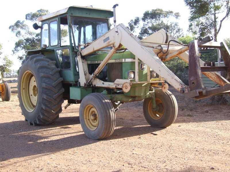John Deere 2130 tractor with Clip-On front end loader w/forks & crane (1976)