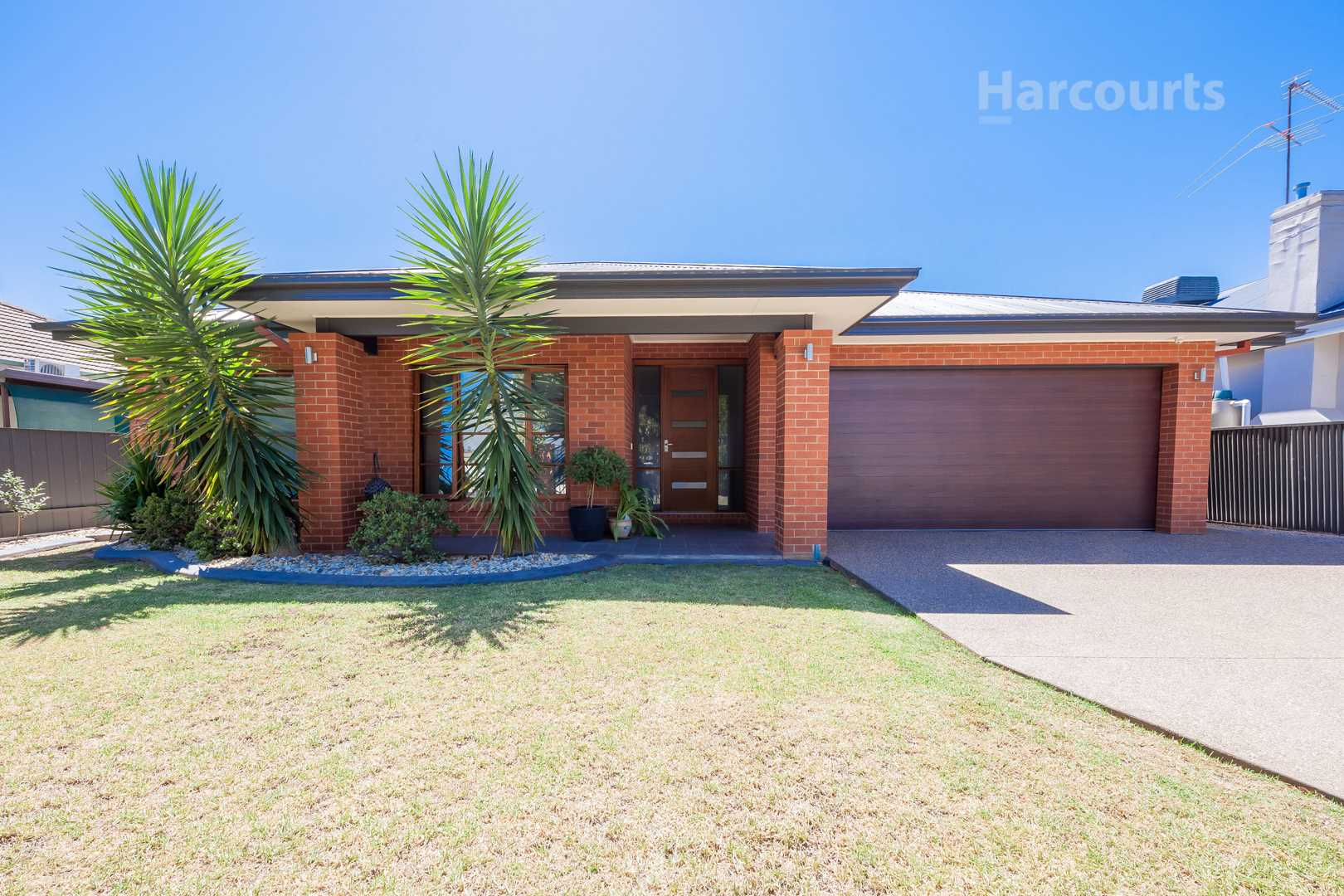 Classic Steane with new spacious home quality - 750m2