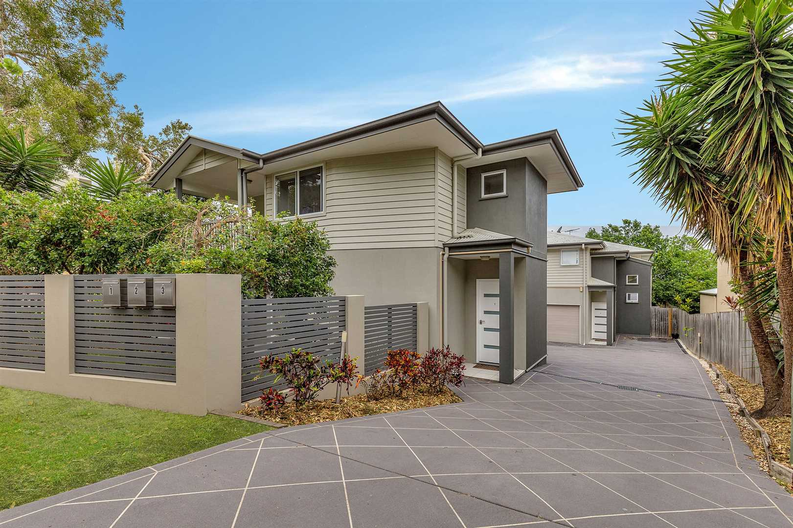 Kedron - Whole Complex 3 Townhouses