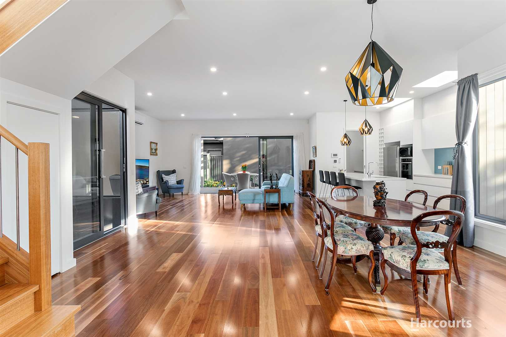 Expansive Family Entertainer in a Quiet Court