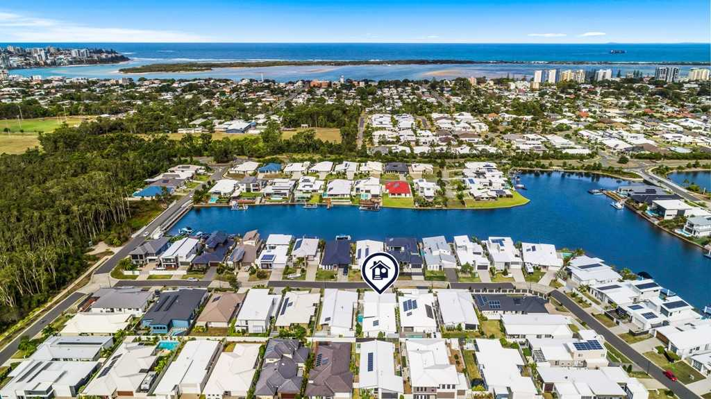 Pelican Waters Family Stunner