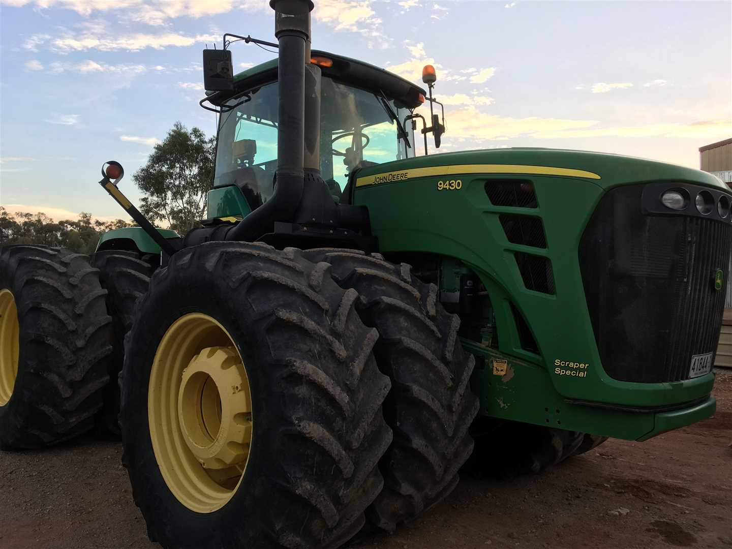 JD 9430 4WD articulated tractor