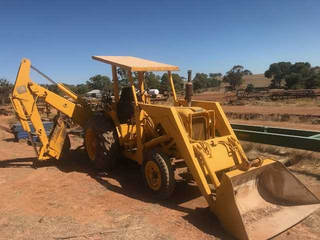 9G Chamberlain Front-end Loader and John Deere 94 Series Back-hoe (working)