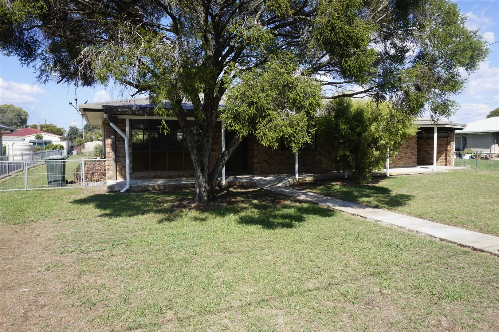 Retire To Allora - 1012m2 Land - Sheds - Tank & Town Water