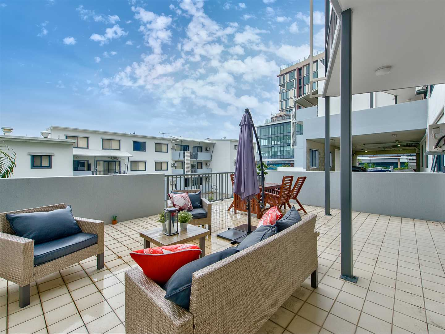 Dual Key Apartment - Huge Patio Looking Over the Lap Pool