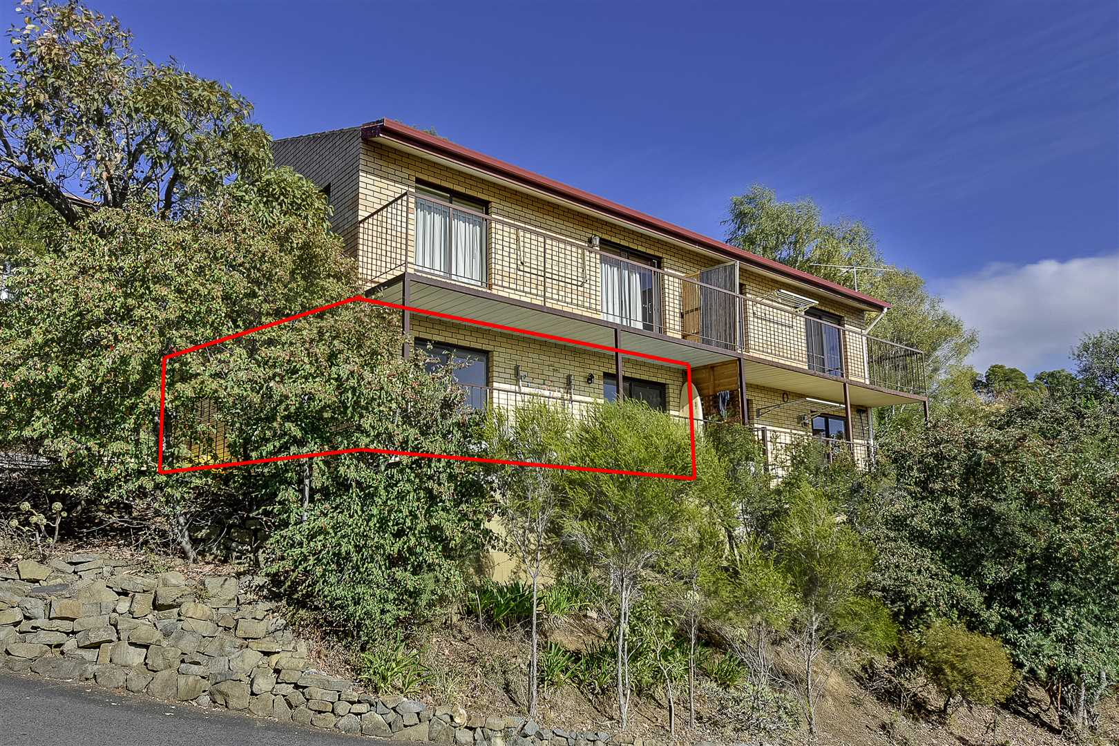 Views and Convenient Living in South Hobart!