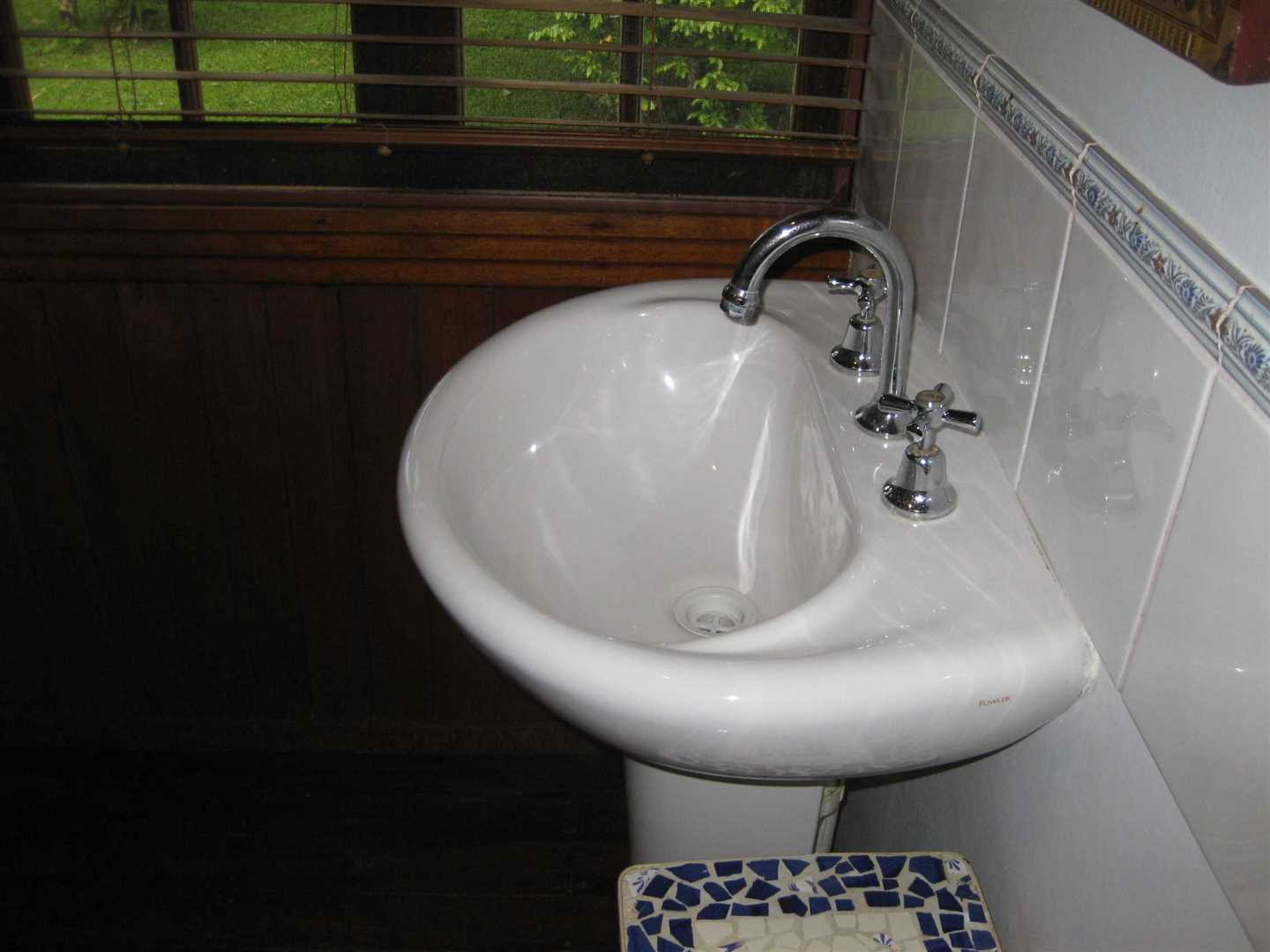 Inside view of part of home showing part of the bathroom, photo 2