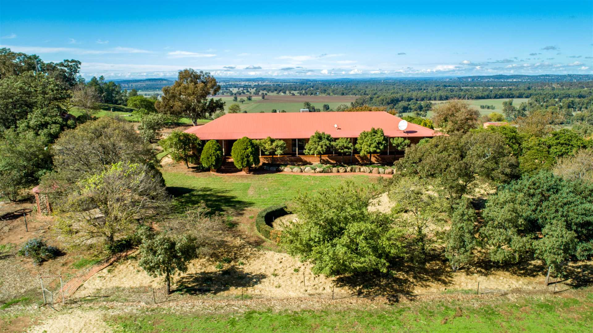 Unique Wagga lifestyle with spectacular views