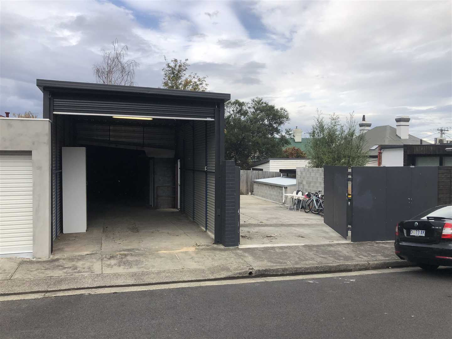 Commercial Shed & Courtyard