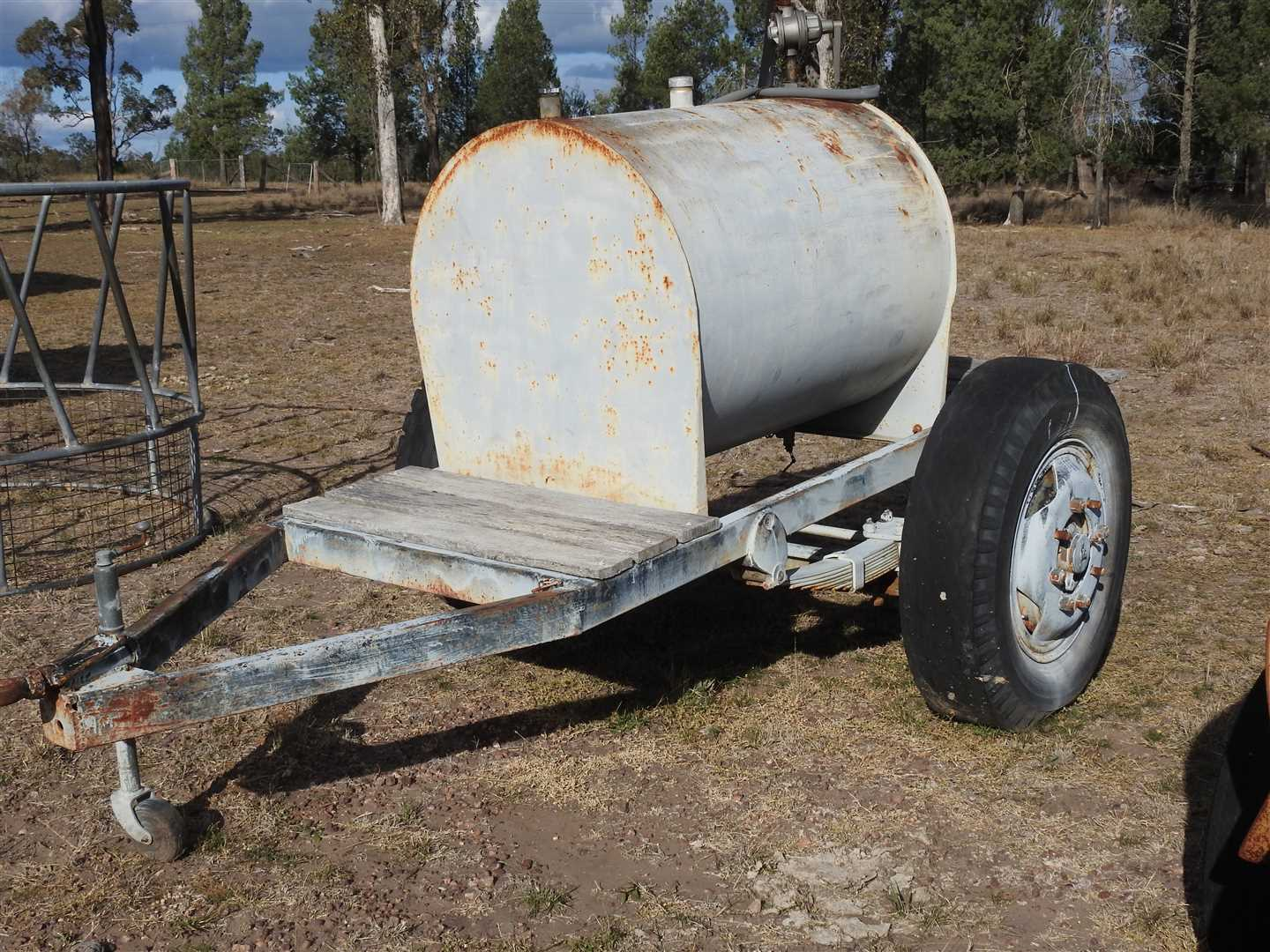 500l Fuel trailer with rotary pump