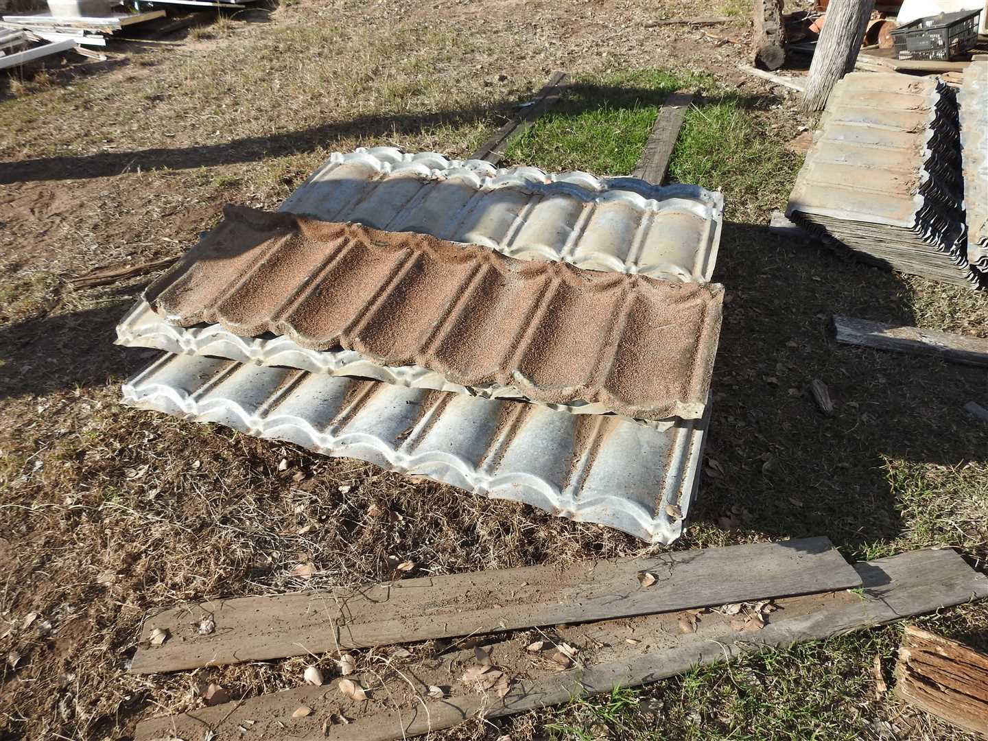 Qty of Decramastic roofing tile - in good order