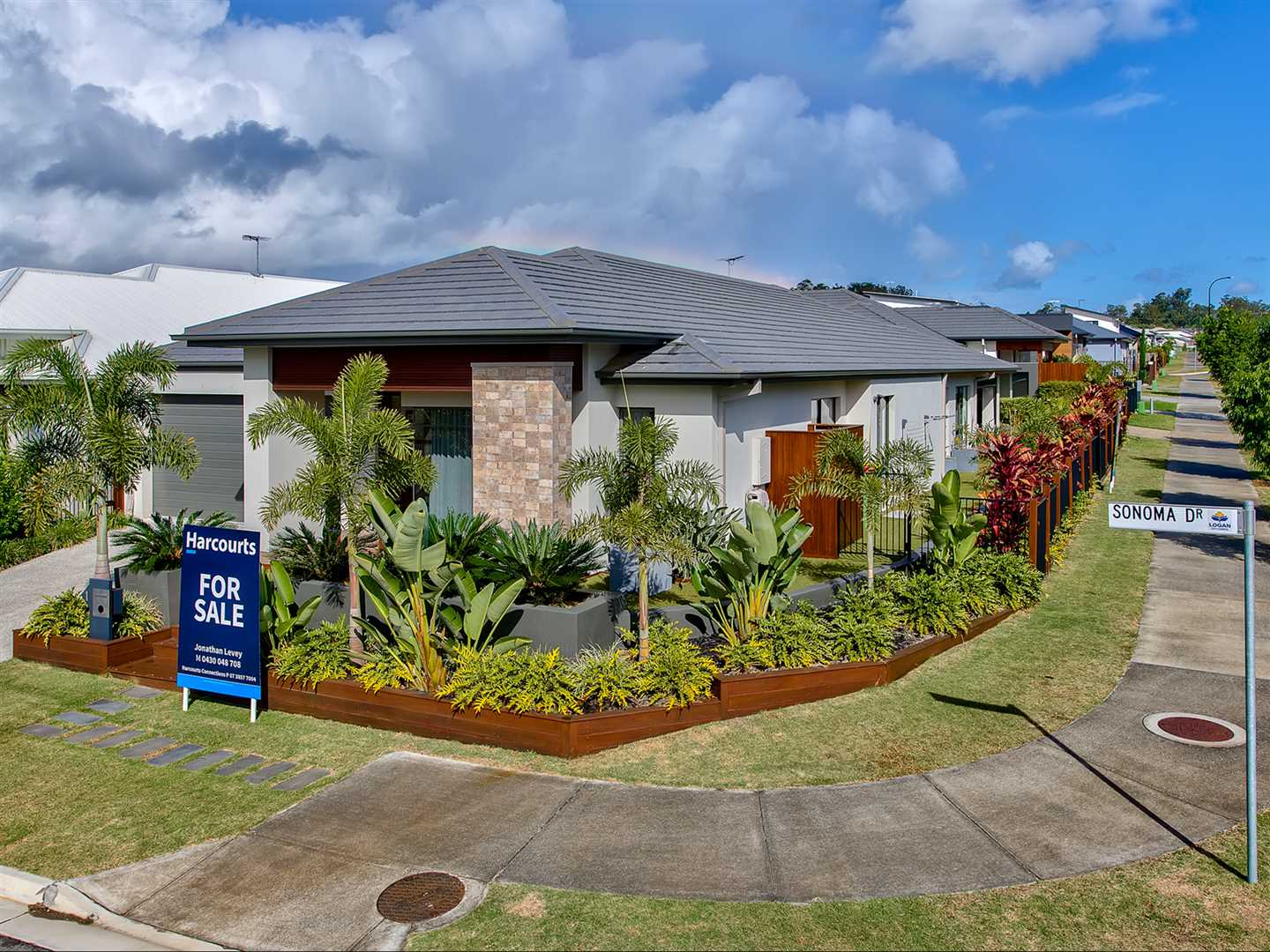Immaculate Metricon family home, packed with extras