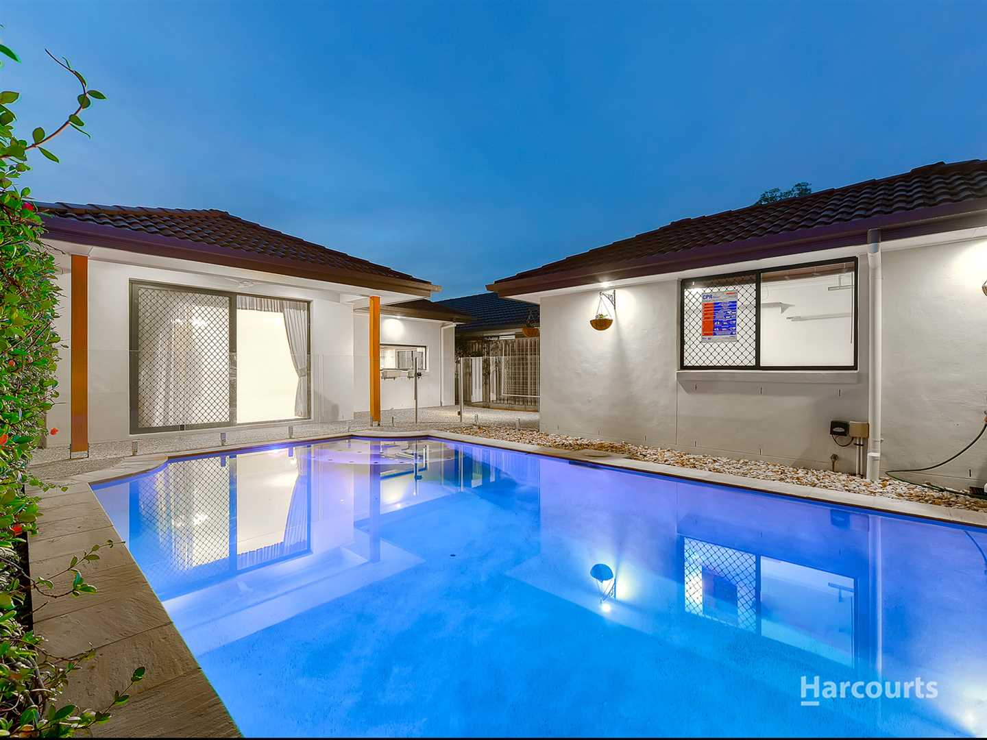 Prime Parklands Position with Swimming Pool!