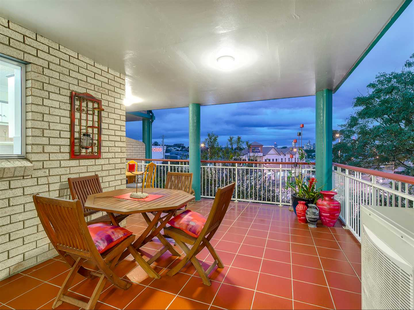Outstanding location with direct city views