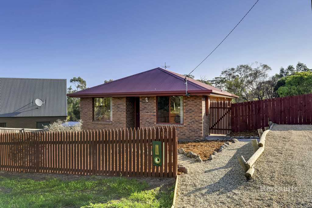 Affordable family home with admiring beachside views