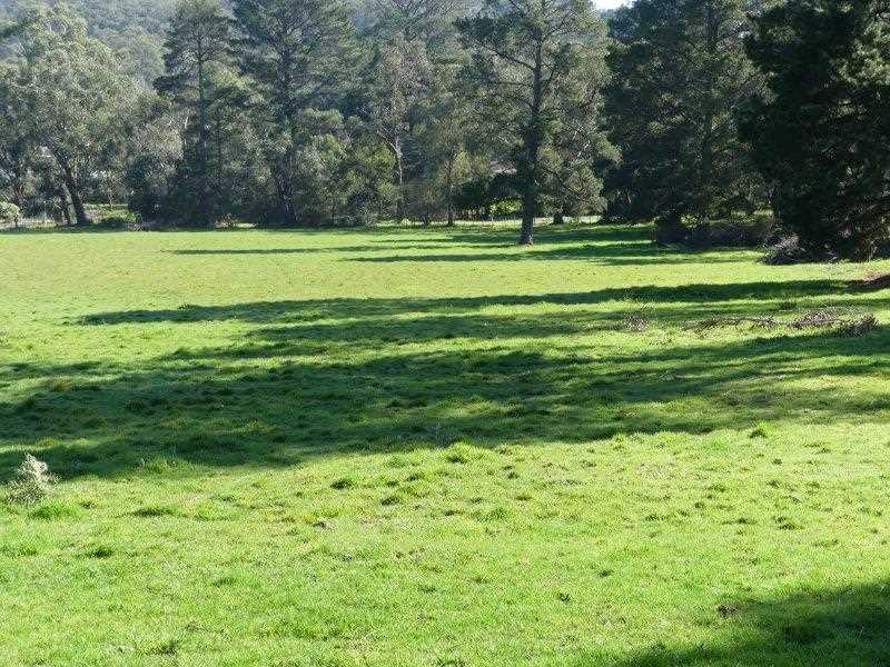 Picturesque, Vacant Acreage with Approved Planning Permit