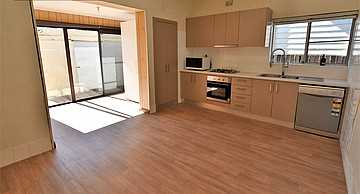 Beautiful Two Bedroom House Renovated Great Location