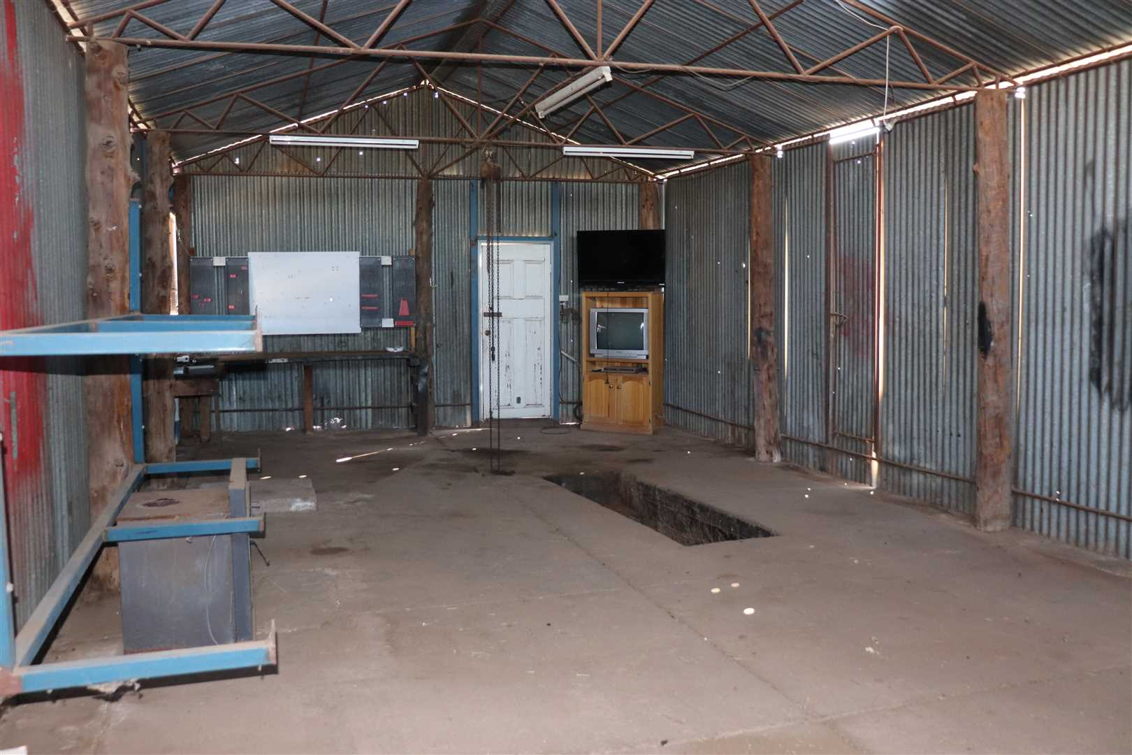 Large shed with rear lane access