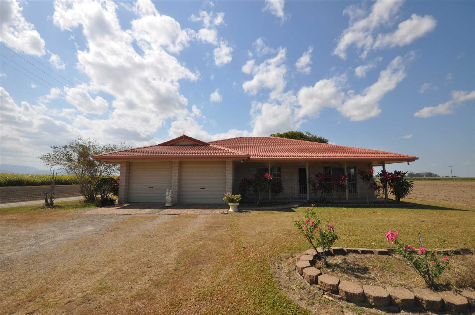 Modern Acreage property in the Perfect Location