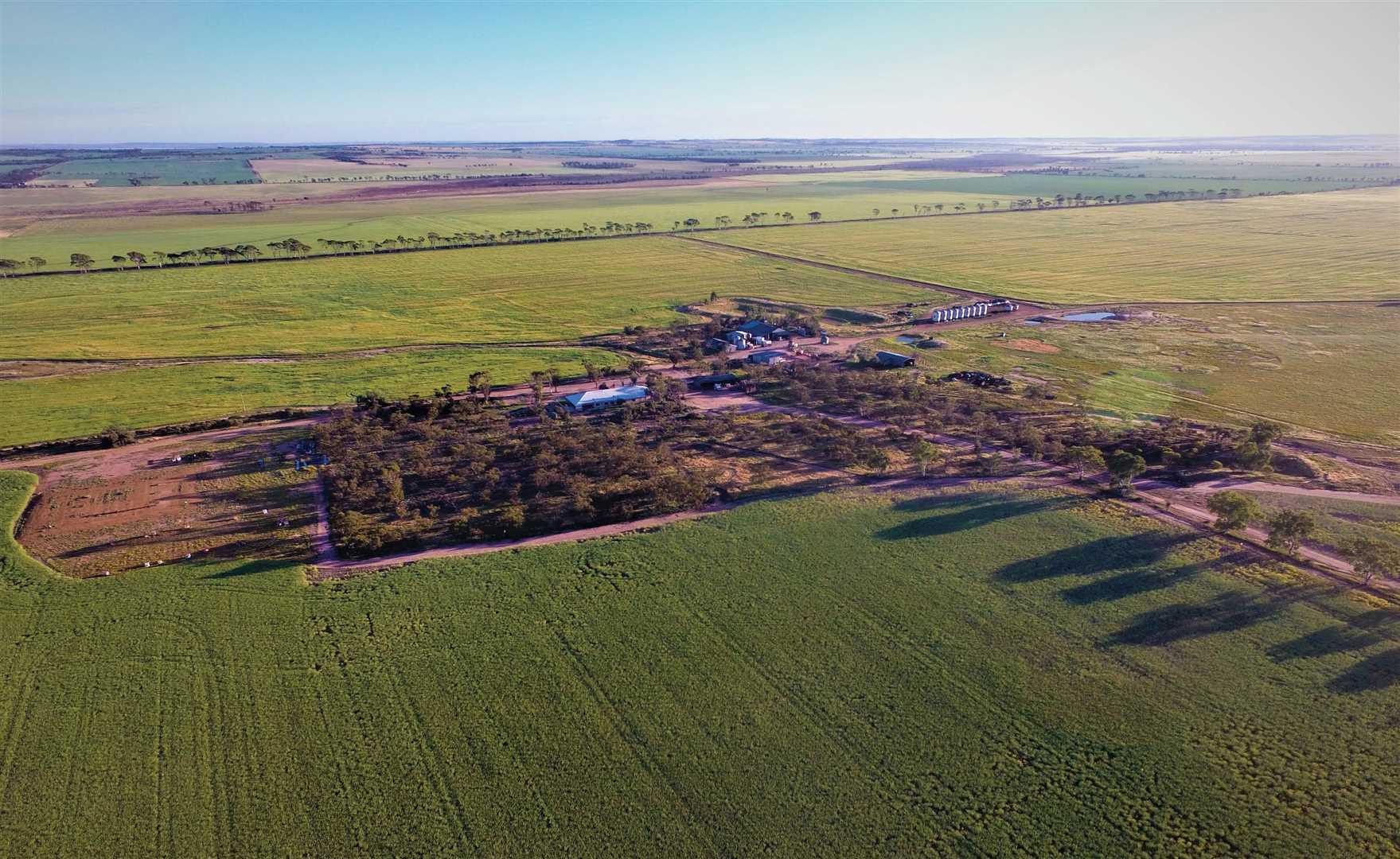 """Springvale""        (4,130 ha / 10,206 ac)"