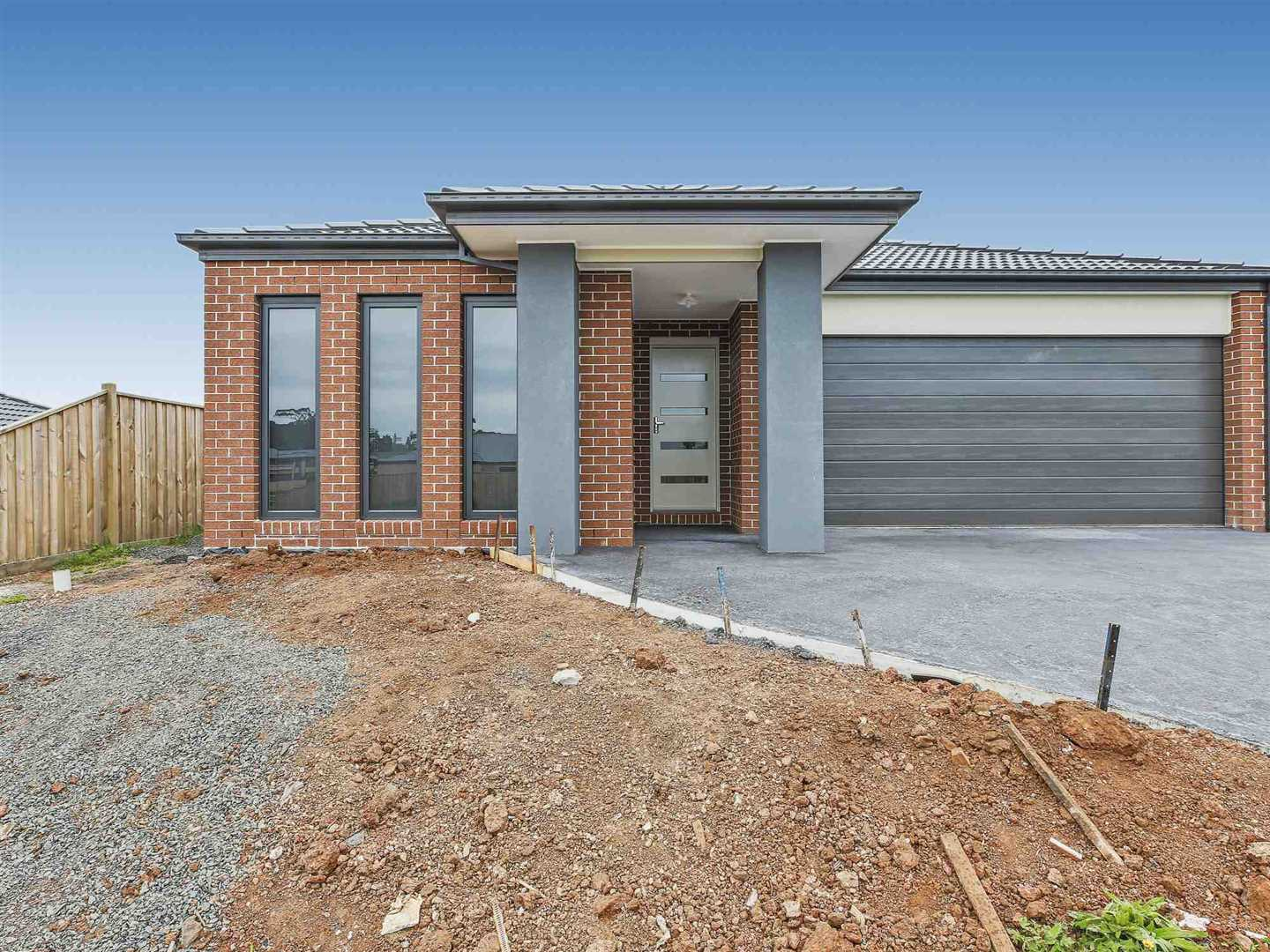 Near New Four Bedroom Home - Waterford Rise
