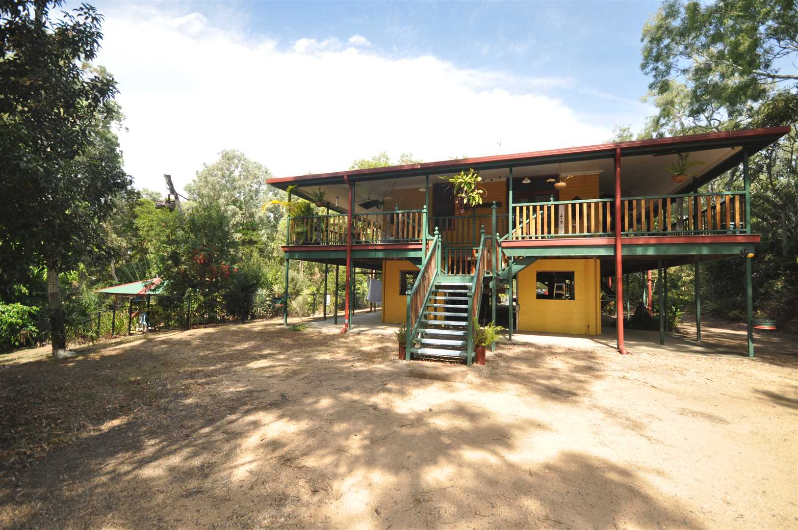 Queenslander on Acreage Minutes from Beach Front