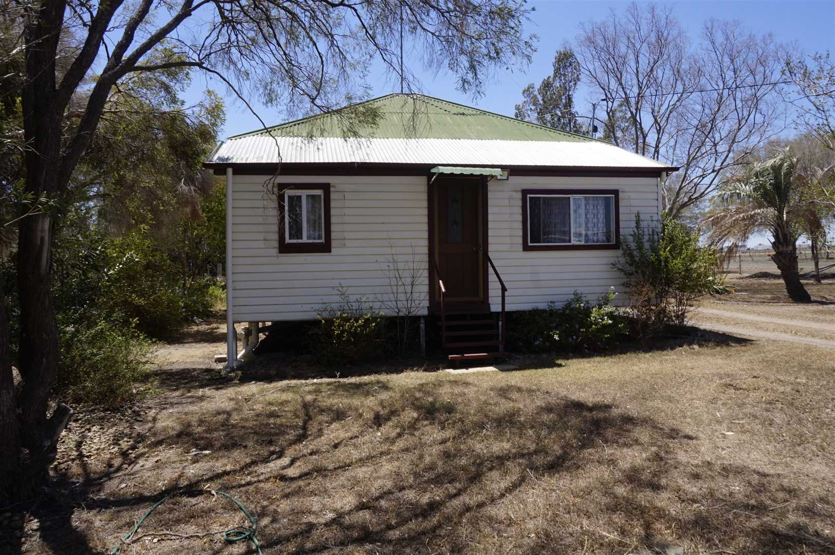 2 Titles with Options-2 bed Cottage, Plus 1829m2 & Shed