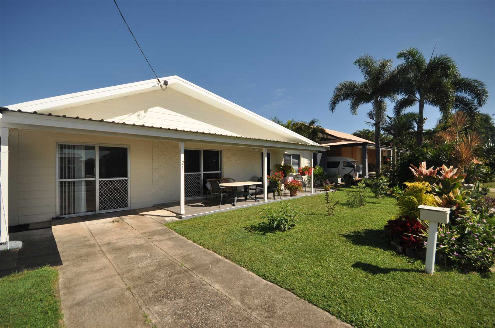 Lowset Modern Home Walking Distance from Beach