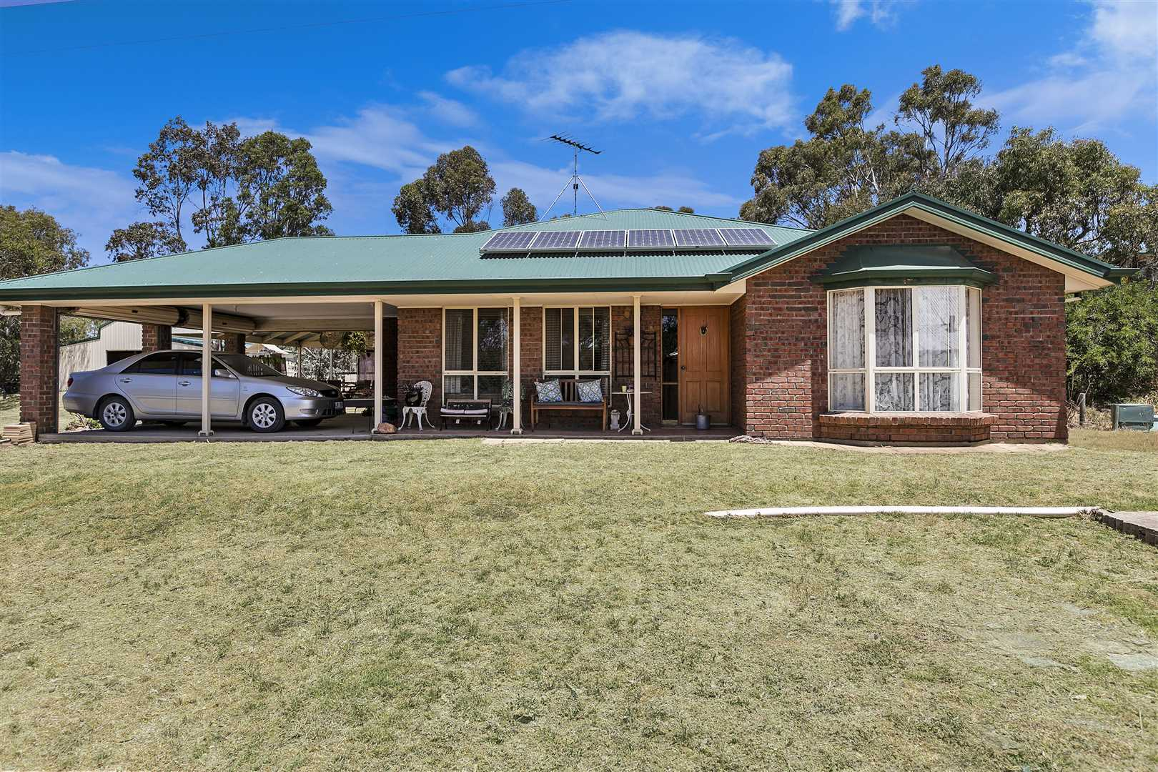 Magnificent horse property on six hectares with income poten
