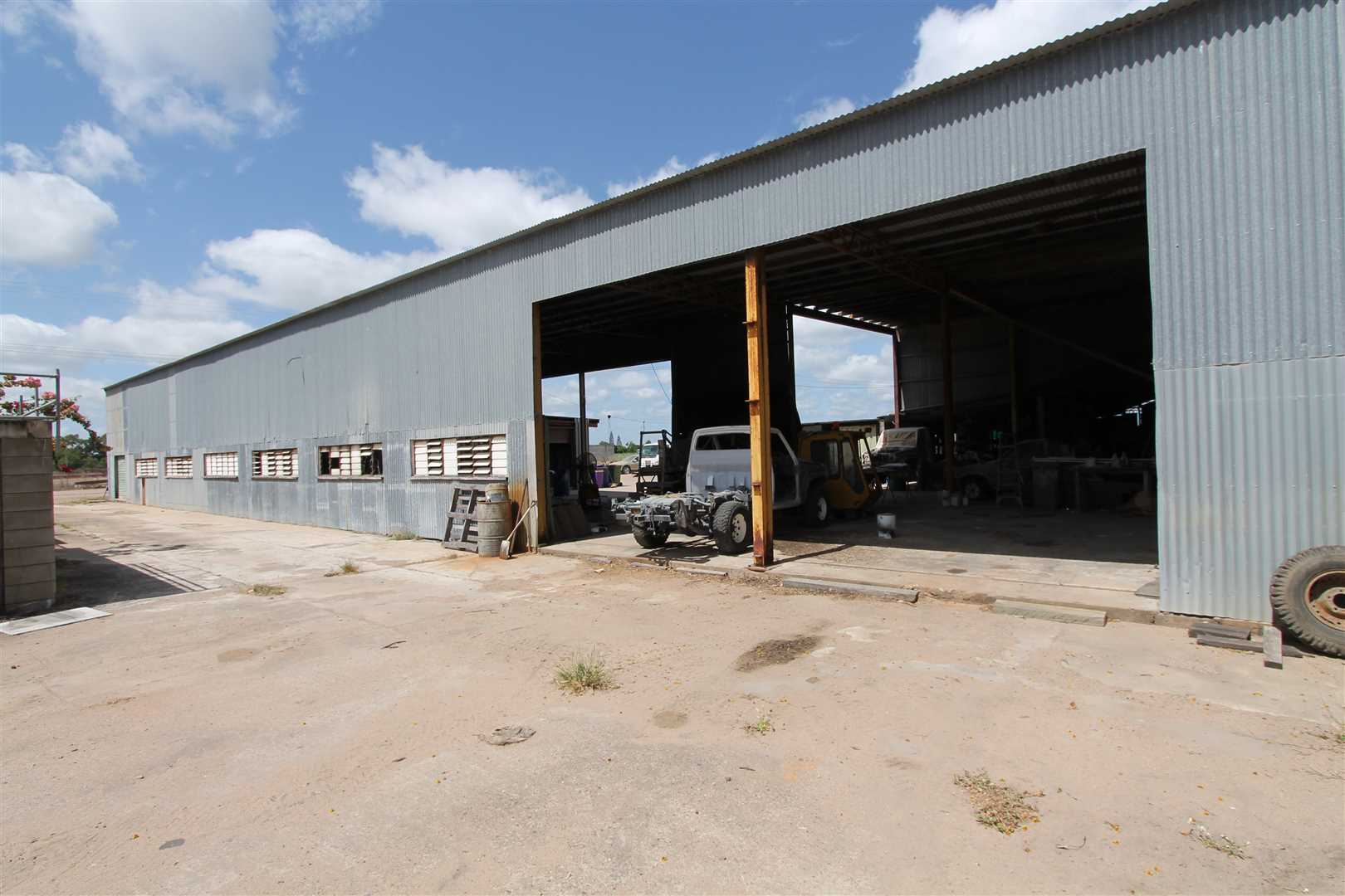 Large Industrial Warehouse For Sale