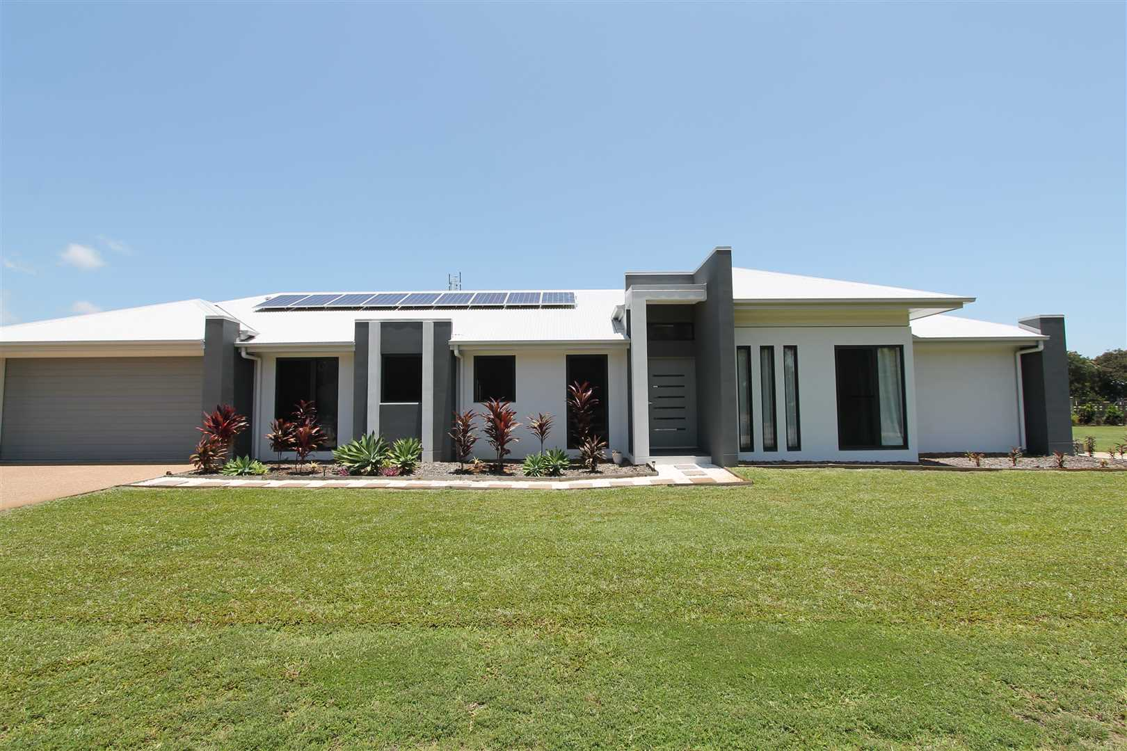 Stunning Home + Granny Flat on 1 acre