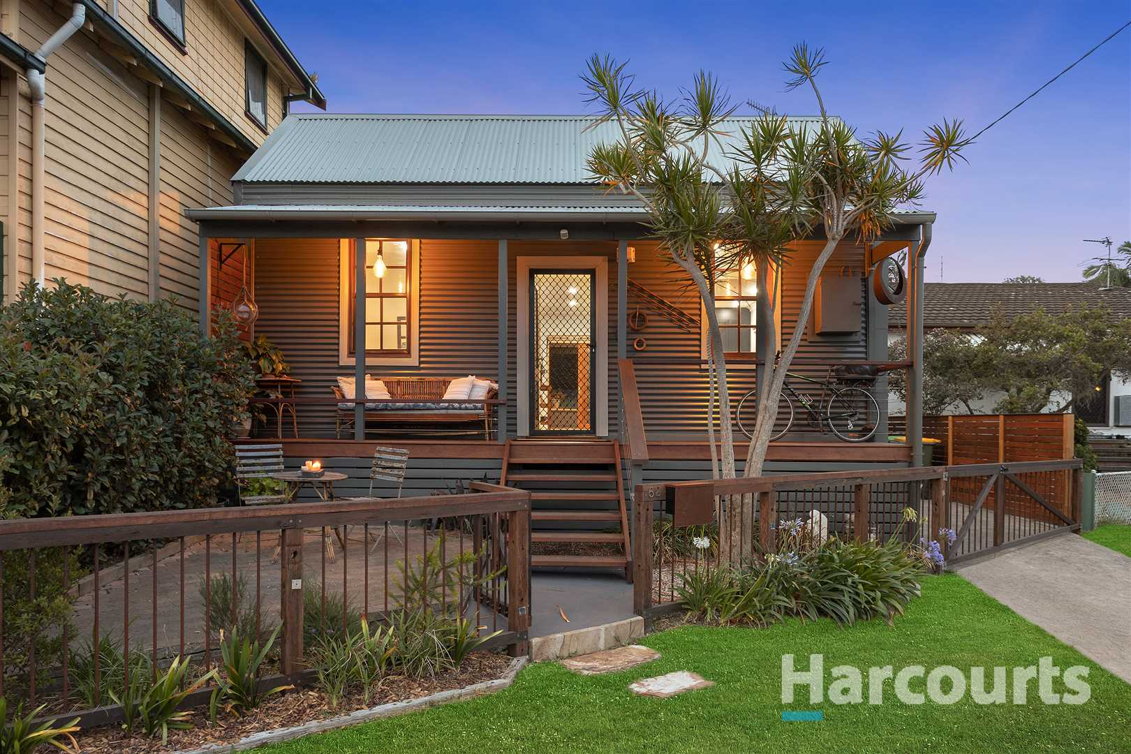 Stylish Urban Haven on the Bank of Throsby Waters