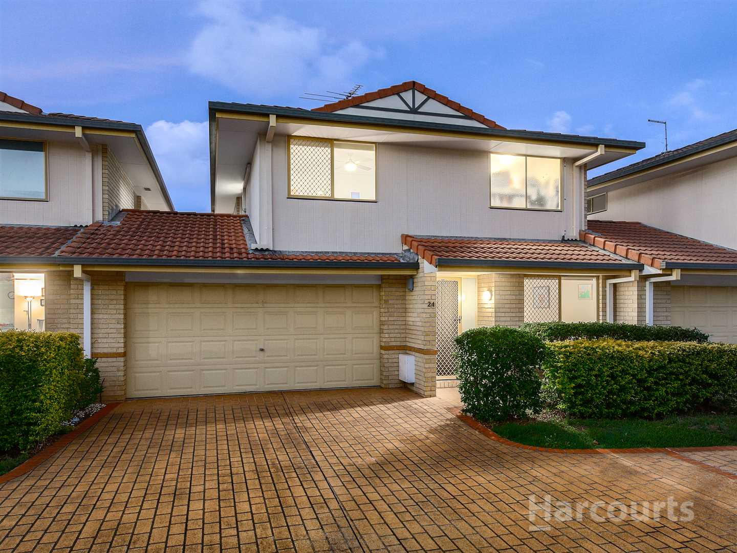 Spacious low-maintenance townhouse in prime position!