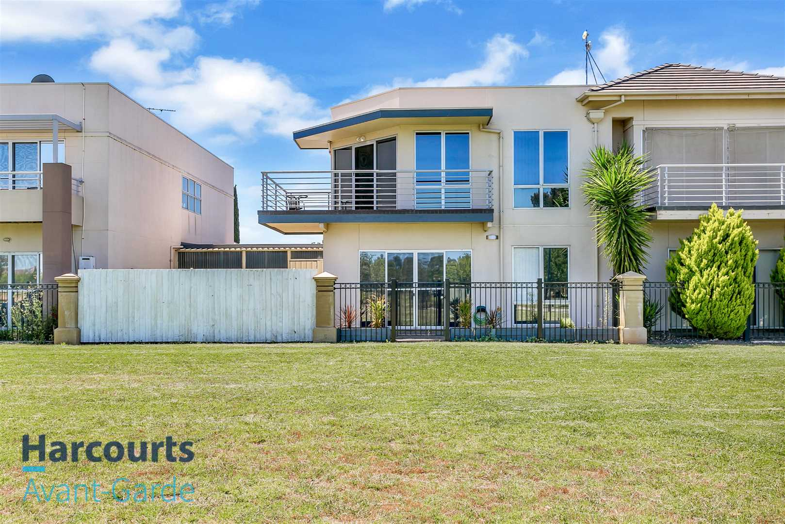 Townhouse In The Heart Of Mawson Lakes