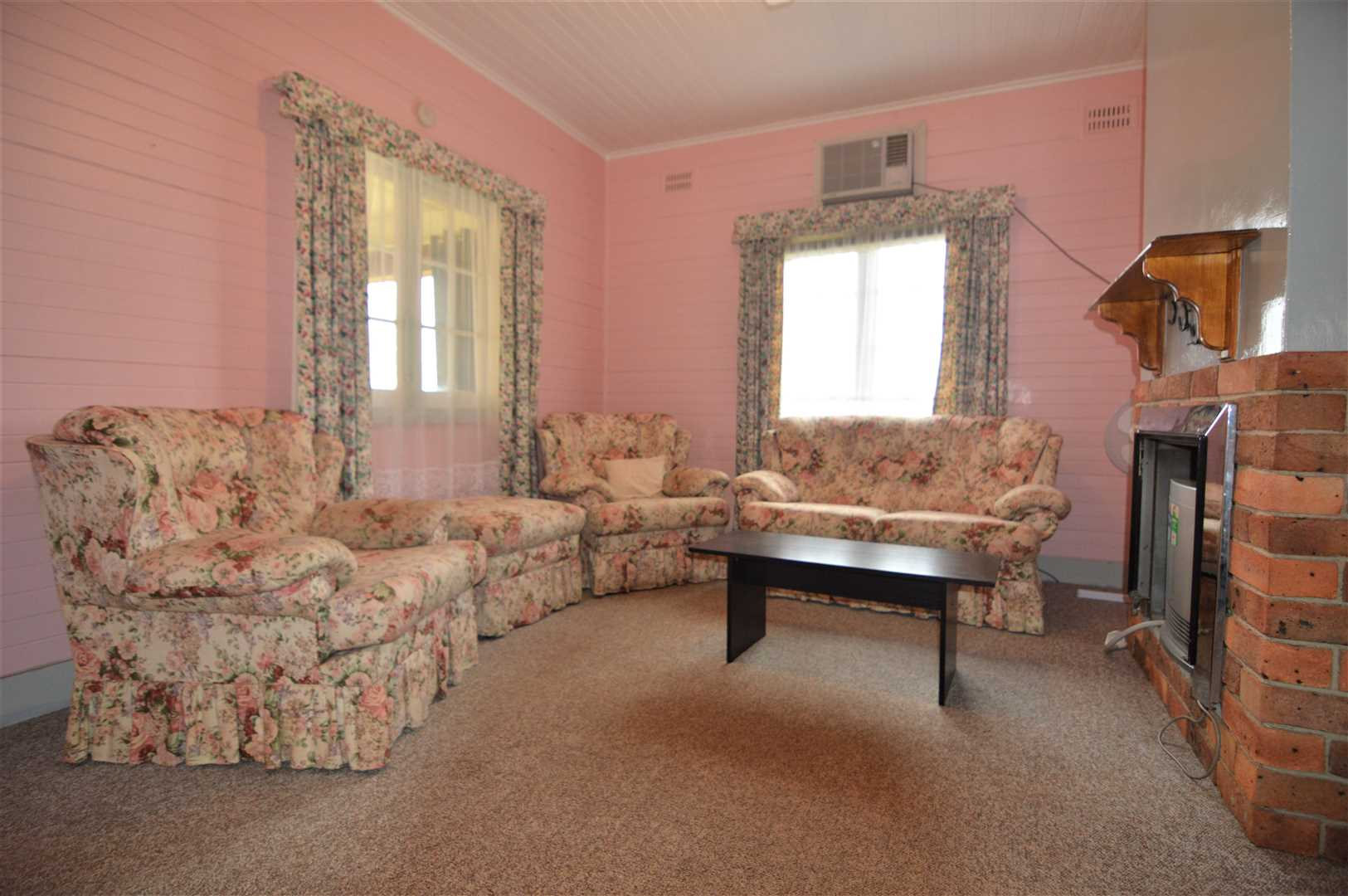 Generous separate living area - Yes it's pink :)